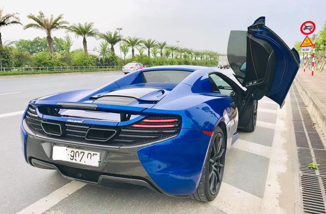 Ngắm siêu xe mui trần màu xanh cực độc, giá hơn 9 tỷ đồng ở Hà Nội-1