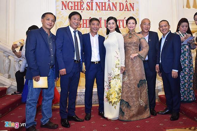 Nghệ sĩ 90 tuổi Trần Hạnh xúc động nhận danh hiệu NSND-8