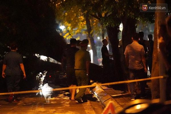 Xót xa cảnh người thân gào khóc thảm thiết tại hiện trường nam thanh niên tử vong vì cây đổ ở Hà Nội-8