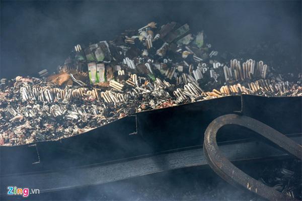Lo ngại thủy ngân rò rỉ sau vụ cháy Công ty Rạng Đông-1