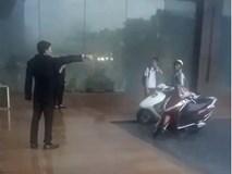 Bảo vệ khách sạn 5 sao ở Hà Nội không cho người dân trú mưa, quản lý lên tiếng: