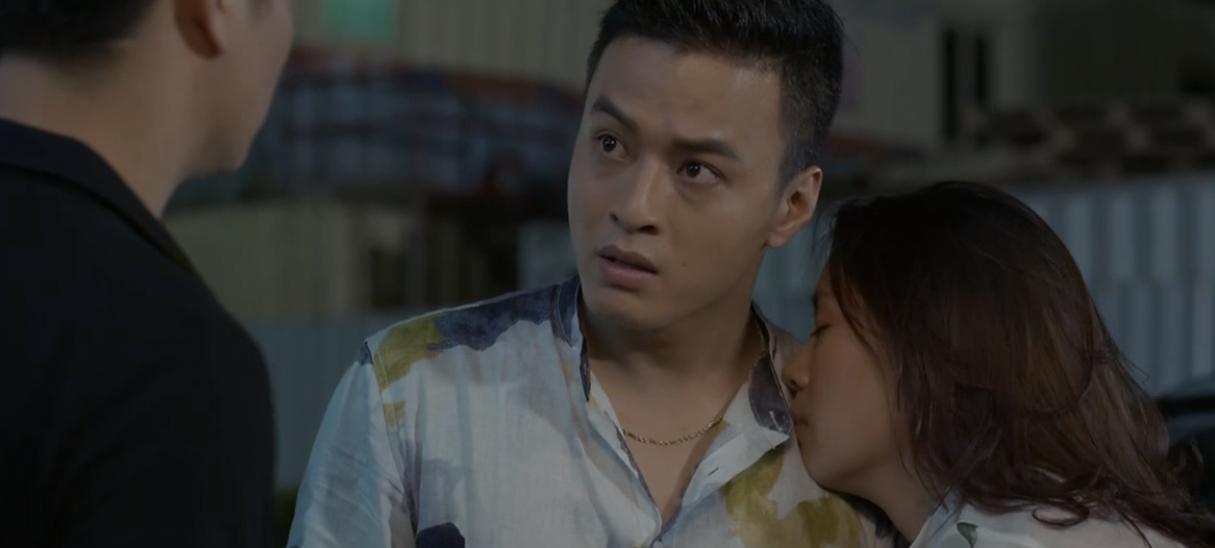 Hoa hồng trên ngực trái: Khuê tự nhận Bảo là bồ, so sánh với chồng Cao hơn anh, đẹp hơn anh, quát to hơn anh!-1