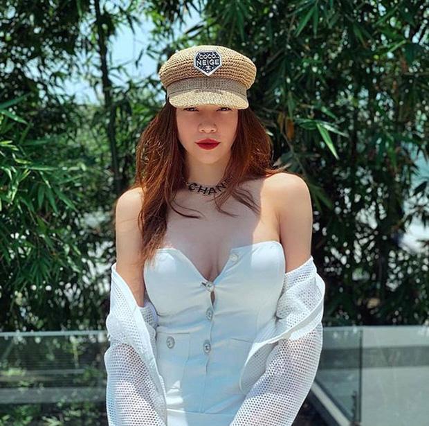 Hồ Ngọc Hà khiến netizen giật mình thon thót khi diện váy o ép, vòng 1 lại chỉ muốn trào ra ngoài-4