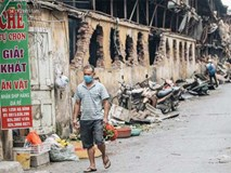 Cuộc sống xung quanh nhà kho Rạng Đông sau vụ cháy: Người lớn cay mắt và khó thở, trẻ nhỏ được sơ tán