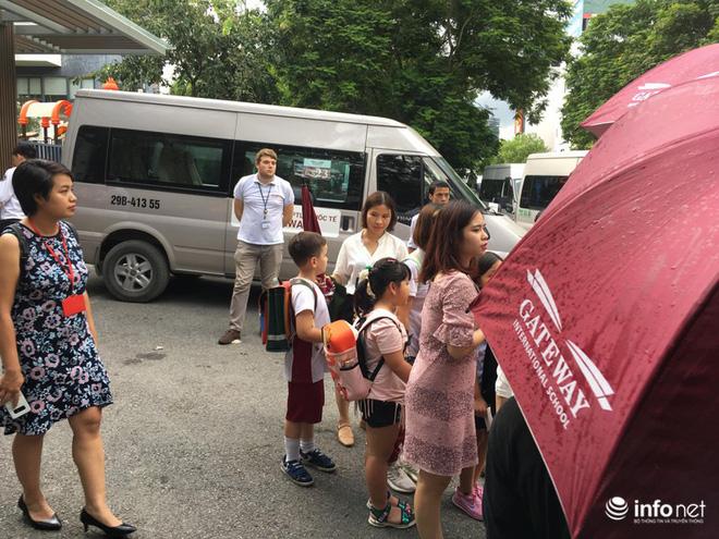 Nóng:Thực nghiệm điều tra vụ bé trai 6 tuổi trường Gateway tử vong, có tài xế Phiến và bà Quy tham gia-15