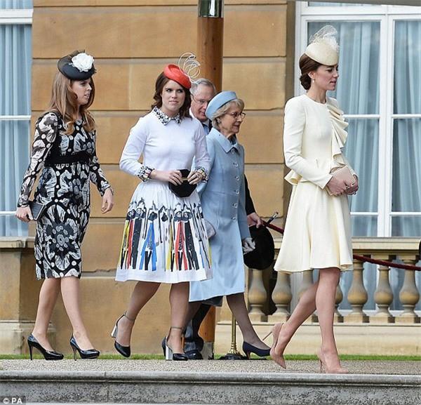 Làm dâu hoàng gia khó lắm thay: Công nương Kate bị 2 em chồng xa cách, duy trì mối quan hệ băng giá bấy lâu nay-1