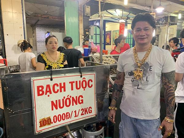 Ông chủ ở Sài Gòn đeo 100 lượng vàng trị giá 4 tỷ chỉ để bán ốc-1