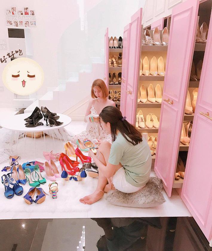 """Bị dân mạng thách đố chán chê, Ngọc Trinh đã đưa ra câu trả lời về việc sắm đôi giày nơ quét đất"""" gần 60 triệu-5"""