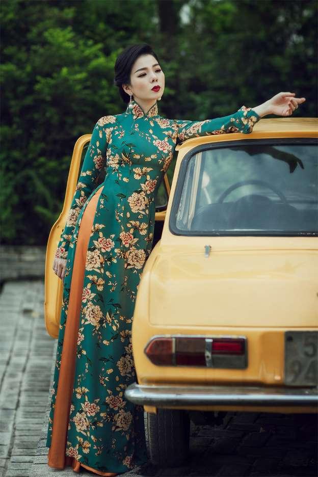 Lệ Quyên mặc áo dài duyên dáng khoe eo 58 cm đẹp hút mắt khán giả-6