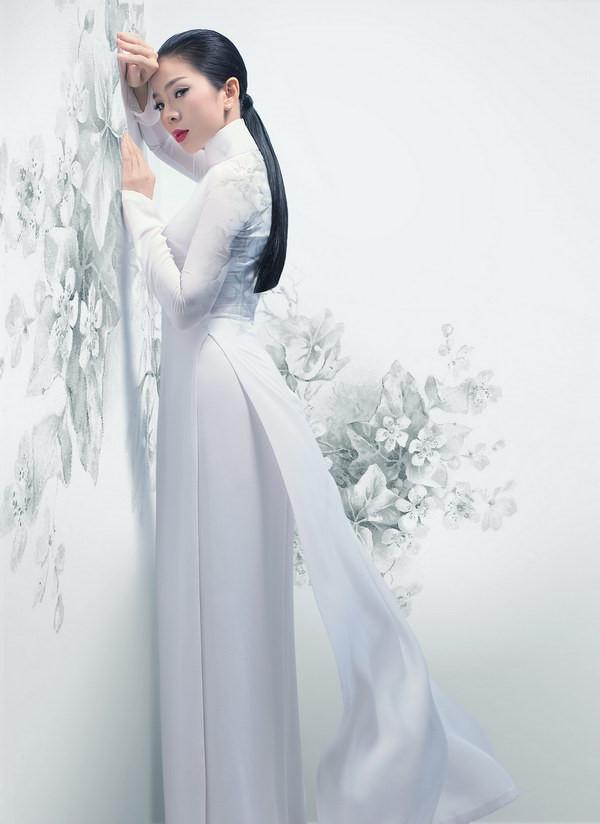 Lệ Quyên mặc áo dài duyên dáng khoe eo 58 cm đẹp hút mắt khán giả-11