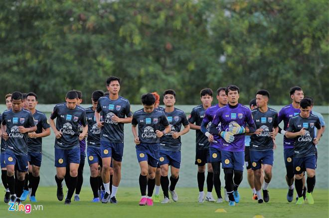 Cầu thủ Thái Lan bị HLV cấm nhắc đến ĐT Việt Nam khi phỏng vấn-1