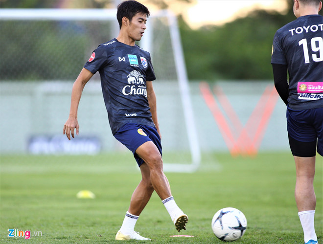 Cầu thủ Thái Lan bị HLV cấm nhắc đến ĐT Việt Nam khi phỏng vấn-2