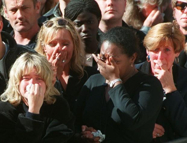 22 năm ngày mất của Công nương Diana quá cố: Nhiếp ảnh gia tiết lộ chi tiết đau lòng trong đám tang lịch sử-2