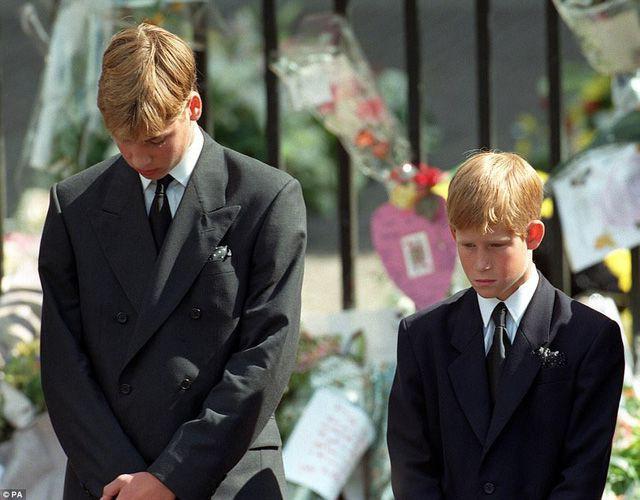 22 năm ngày mất của Công nương Diana quá cố: Nhiếp ảnh gia tiết lộ chi tiết đau lòng trong đám tang lịch sử-3