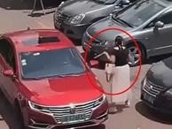 Đến bãi đậu xe còn thủ sẵn thước dây, hành động của người phụ nữ khiến dân mạng chết cười nhưng cũng nể hết cỡ