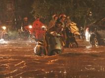 Ảnh: Hà Nội mưa như nước đổ, nhiều tuyến đường ngập sâu không thể di chuyển