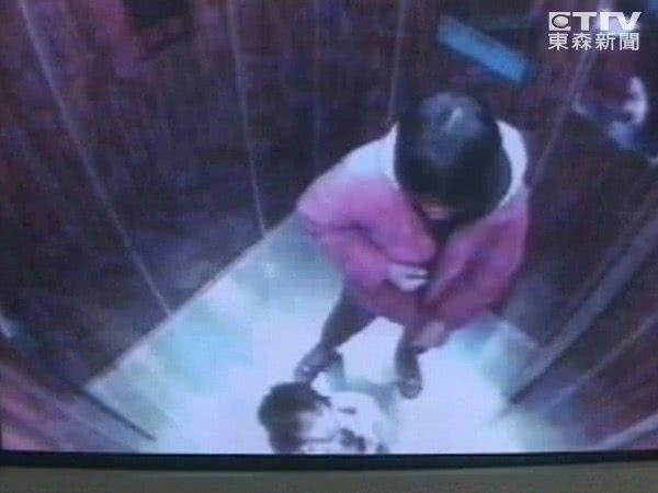 Vụ mất tích bí ẩn chấn động: Mẹ ôm con vào thang máy cởi áo khoác và giày rồi lao ra ngoài biến mất suốt 11 năm-2