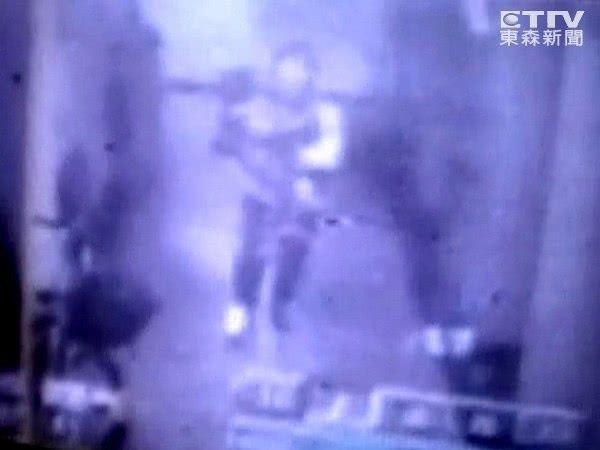 Vụ mất tích bí ẩn chấn động: Mẹ ôm con vào thang máy cởi áo khoác và giày rồi lao ra ngoài biến mất suốt 11 năm-4