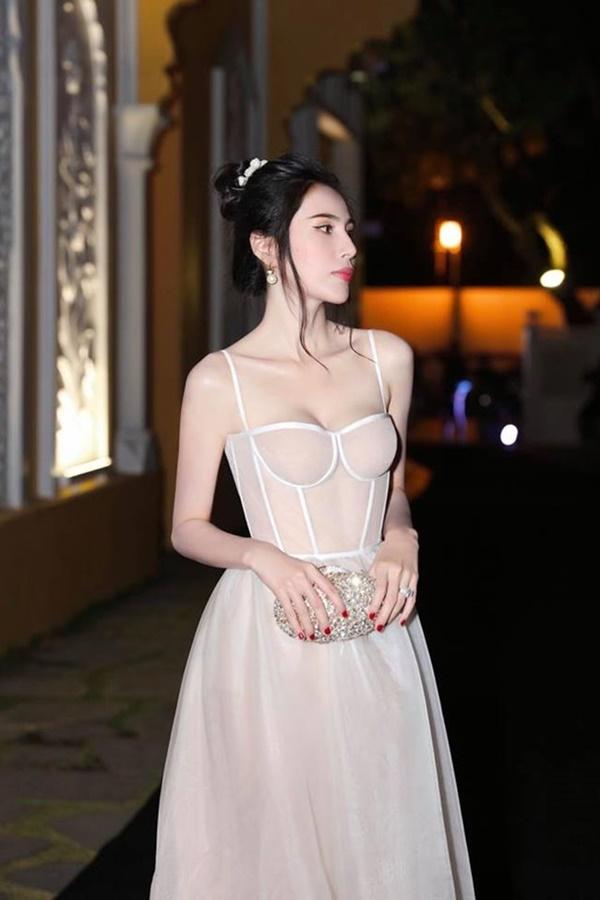 2 nàng WAG Việt chân dài nhất mê mặc hở, phô trọn dáng gợi cảm, nuột nà-2