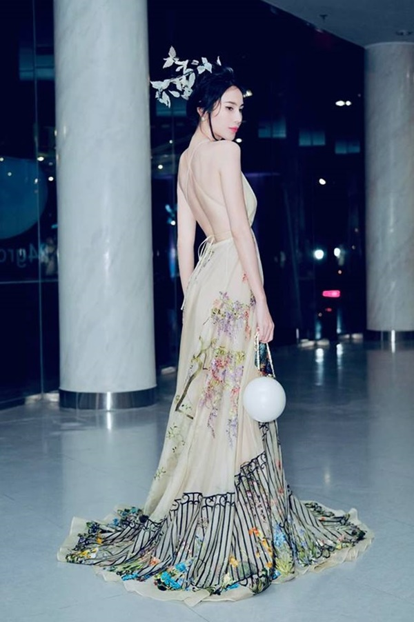 2 nàng WAG Việt chân dài nhất mê mặc hở, phô trọn dáng gợi cảm, nuột nà-4