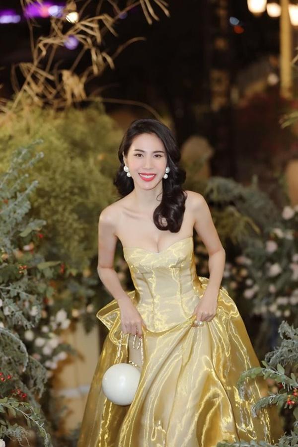 2 nàng WAG Việt chân dài nhất mê mặc hở, phô trọn dáng gợi cảm, nuột nà-6