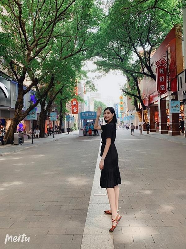 2 nàng WAG Việt chân dài nhất mê mặc hở, phô trọn dáng gợi cảm, nuột nà-15