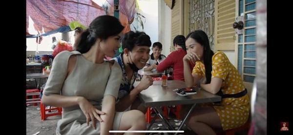 Để hết người thương ở nhà, Đông Nhi la cà quán xá cùng Trấn Thành nhưng lại mặc bộ đầm có chi tiết dễ gây hiểu lầm-2