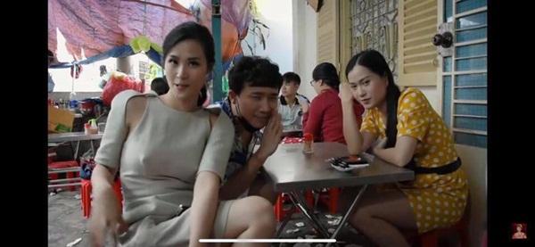 Để hết người thương ở nhà, Đông Nhi la cà quán xá cùng Trấn Thành nhưng lại mặc bộ đầm có chi tiết dễ gây hiểu lầm-3