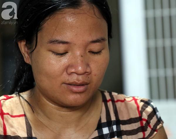 Chuyện rớt nước mắt sau túp lều dựng tạm ven đường của người mẹ cụt chân, một mình nuôi con trai khờ ở Hà Nội-4