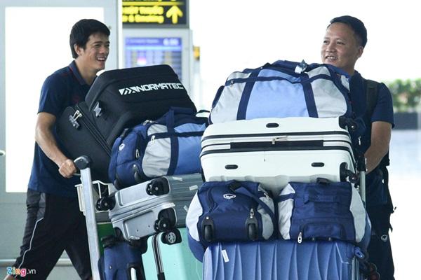 Quế Ngọc Hải trêu trợ lý của HLV Park trước giờ lên đường đến Thái Lan-1