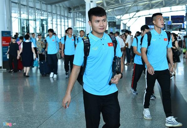 Quế Ngọc Hải trêu trợ lý của HLV Park trước giờ lên đường đến Thái Lan-3