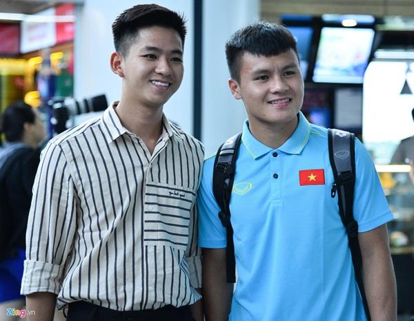Quế Ngọc Hải trêu trợ lý của HLV Park trước giờ lên đường đến Thái Lan-9