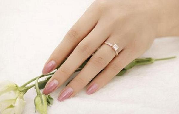 So sánh độ dài của ngón trỏ và ngón đeo nhẫn trên bàn tay phụ nữ sẽ biết được cuộc sống tương lai sướng khổ thế nào-2