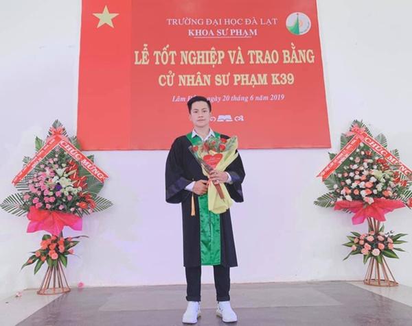 Thầy giáo trẻ sinh năm 1997 ở Đà Lạt gây sốt với body 6 múi cuồn cuộn: Đẹp trai, cơ bắp thế này ai mà chẳng thích đi học!-1