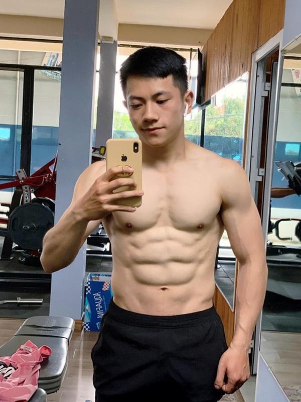 Thầy giáo trẻ sinh năm 1997 ở Đà Lạt gây sốt với body 6 múi cuồn cuộn: Đẹp trai, cơ bắp thế này ai mà chẳng thích đi học!-2