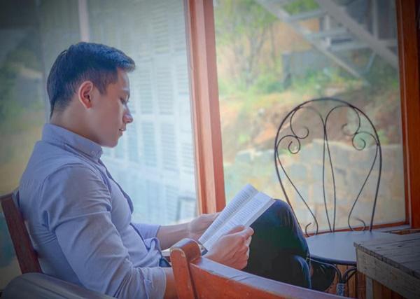 Thầy giáo trẻ sinh năm 1997 ở Đà Lạt gây sốt với body 6 múi cuồn cuộn: Đẹp trai, cơ bắp thế này ai mà chẳng thích đi học!-5