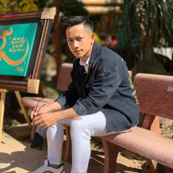 Thầy giáo trẻ sinh năm 1997 ở Đà Lạt gây sốt với body 6 múi cuồn cuộn: Đẹp trai, cơ bắp thế này ai mà chẳng thích đi học!-6