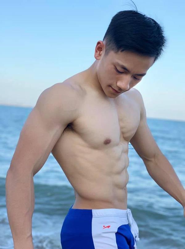 Thầy giáo trẻ sinh năm 1997 ở Đà Lạt gây sốt với body 6 múi cuồn cuộn: Đẹp trai, cơ bắp thế này ai mà chẳng thích đi học!-13
