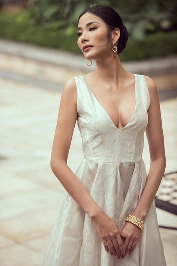 Hoàng Thùy lên đồ như bao nữ nhân mới tân trang vòng 1: không hó hé lời nào nhưng cứ phô hết cả ra-3