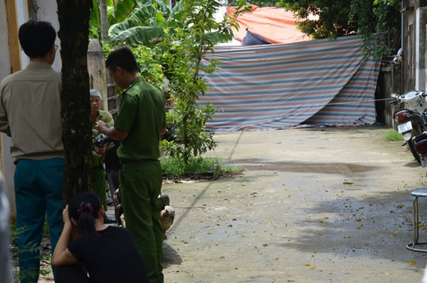Hiện trường vụ anh truy sát gia đình em ruột khiến 5 người thương vong ở Hà Nội-1