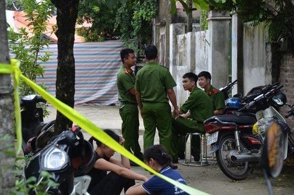 Hiện trường vụ anh truy sát gia đình em ruột khiến 5 người thương vong ở Hà Nội-8