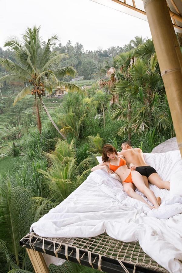 Ngọc Trinh tiếp tục khoe thân siêu nóng bỏng với bikini màu cam rực rỡ-2