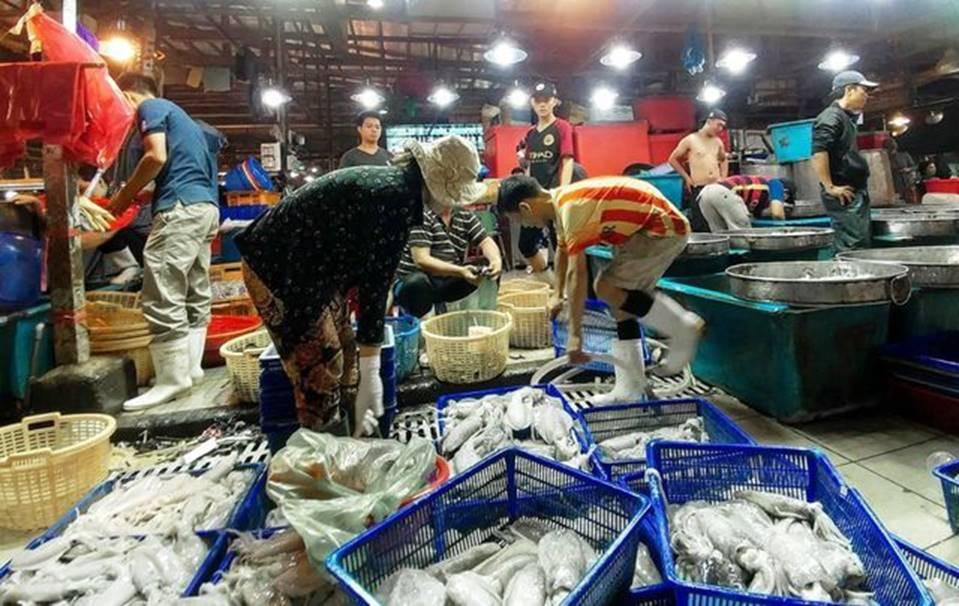 Dân buôn hải sản hốt bạc dịp lễ 2/9, nhiều điểm bán bỏ túi hàng trăm triệu-1