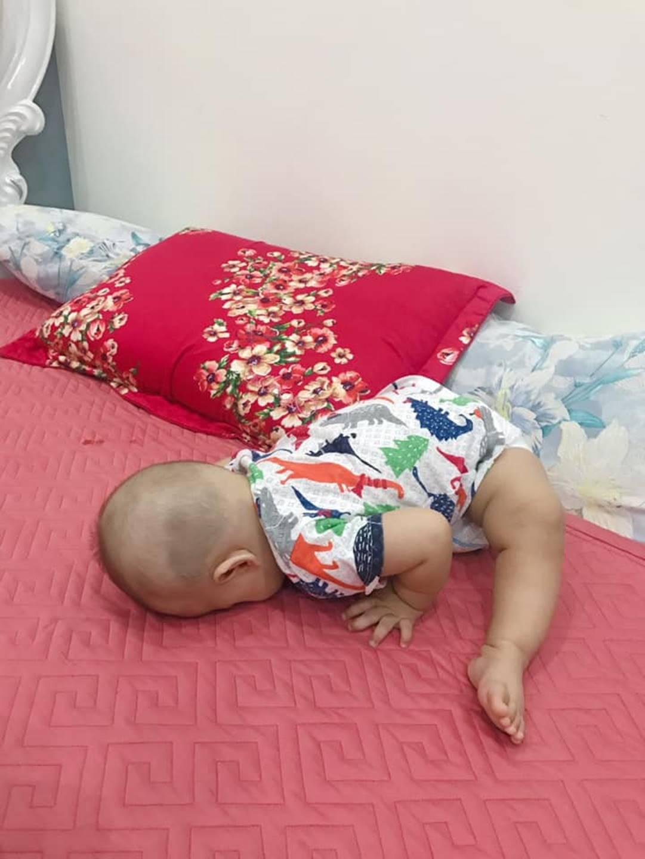 1001 dáng ngủ bá đạo của các bé khiến mẹ chẳng thể làm ngơ mà không ghi lại-10