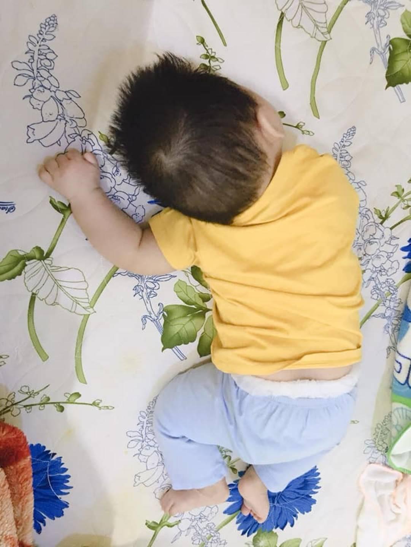 1001 dáng ngủ bá đạo của các bé khiến mẹ chẳng thể làm ngơ mà không ghi lại-14