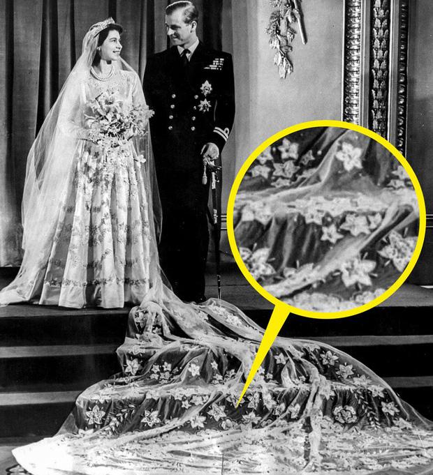 Những trang phục ẩn chứa mật mã của hoàng gia Anh: Công nương Kate đầy tinh tế nhưng ấn tượng nhất là chiếc váy báo thù của Diana-1