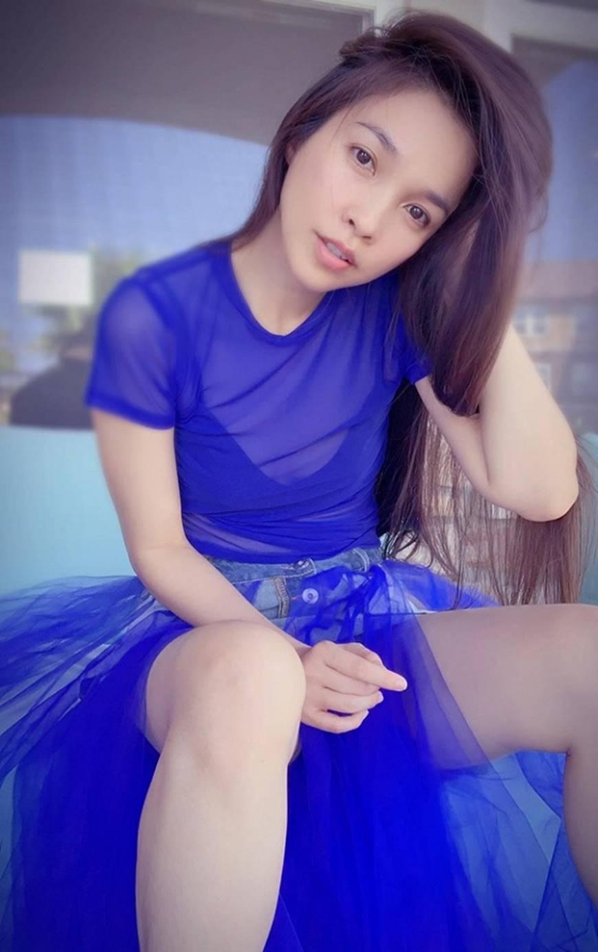 U40 Hiền Thục diện váy xanh điệu đà, khoe đôi chân dài cùng dung mạo trẻ trung hack tuổi-2