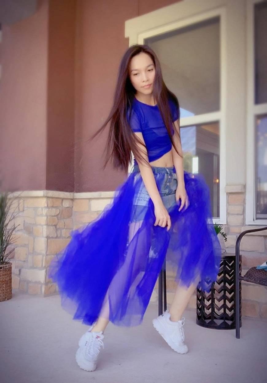 U40 Hiền Thục diện váy xanh điệu đà, khoe đôi chân dài cùng dung mạo trẻ trung hack tuổi-3