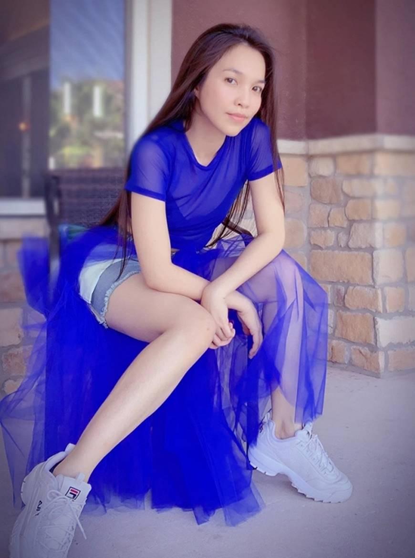U40 Hiền Thục diện váy xanh điệu đà, khoe đôi chân dài cùng dung mạo trẻ trung hack tuổi-5