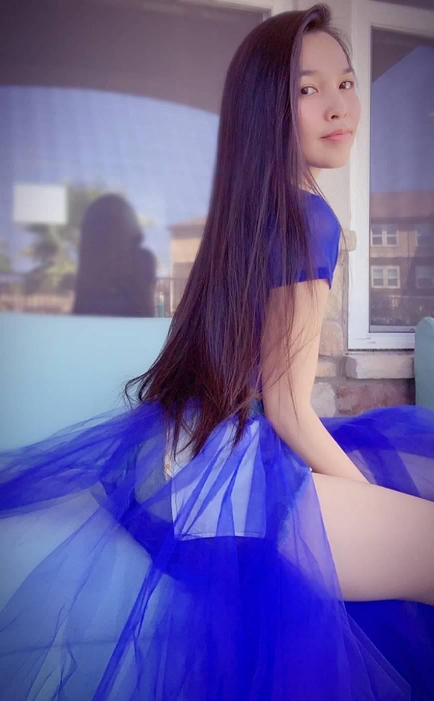 U40 Hiền Thục diện váy xanh điệu đà, khoe đôi chân dài cùng dung mạo trẻ trung hack tuổi-6